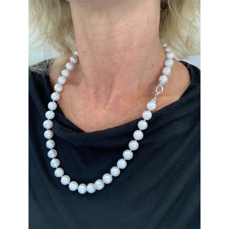 Basic necklace white fresh water pearls, with clasp with zircons
