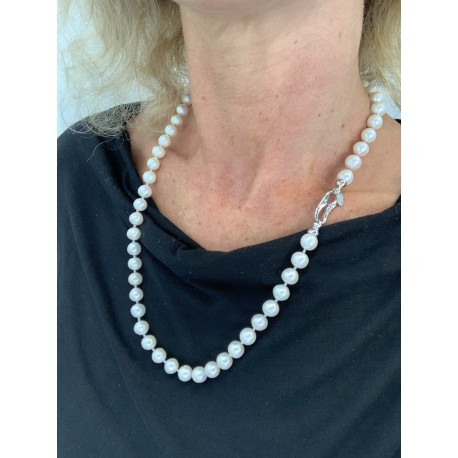 Basic necklace white fresh water pearls, with oval clasp with zircons