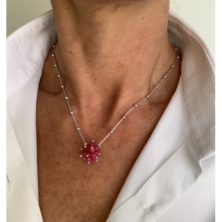 Minimal choker in rhodiated 925 silver chain with a red quartz pompon