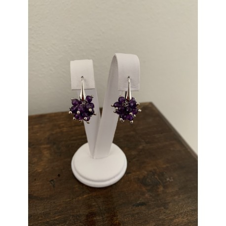 Minimal earrings with amethyst ponpom