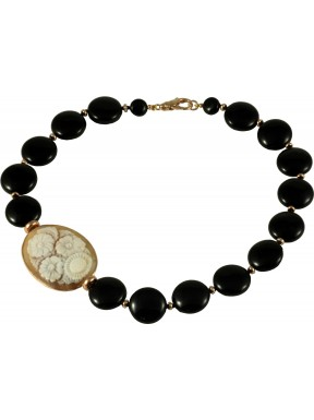 Necklace round flat onyx and cameo