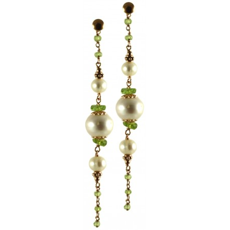 Earrings made of peridot and fresh water pearls